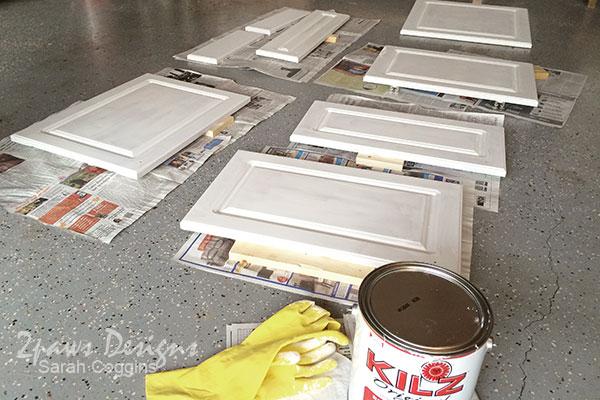 Kitchen Makeover: Cabinet Doors Primed