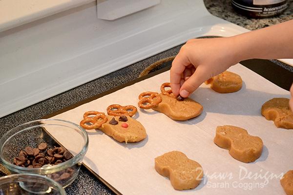 Reindeer Cookies: Decorating #SpreadCheer #sp