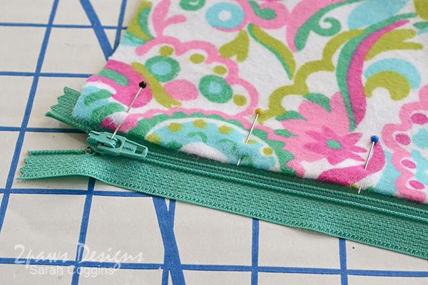 Small Vinyl Organizer Bag Tutorial: Pin Fabric to Zipper