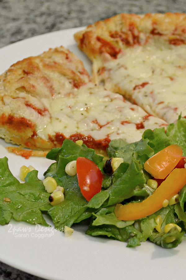 Fresh Summer Salad & Freschetta® Artisan Crust Pizza Dinner #FreschEats #ad