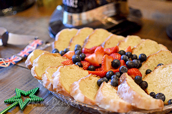 Simple Party Dessert: Cake and Fresh Berries