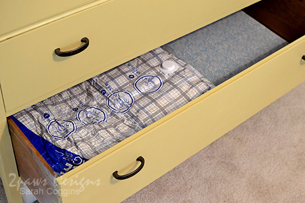 Guest Room Dresser: Using Ziploc® Space Bags® for Storage #ad #OrganizeWithSpaceBags