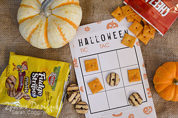 Halloween Tic Tac Toe Game with Fudge Stripes and Cheez-its #ad #SnackItAndPackIt