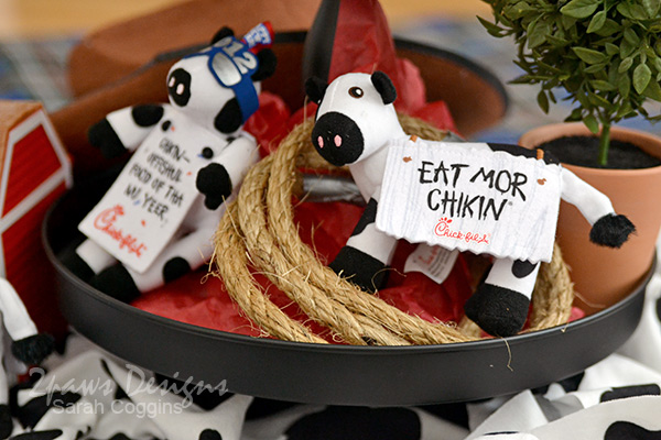 Cow Picnic Decoration Details