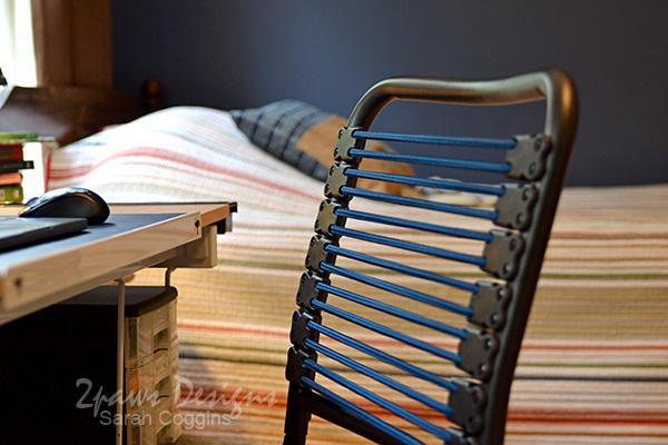Dark Blue Bungee Chair Detail